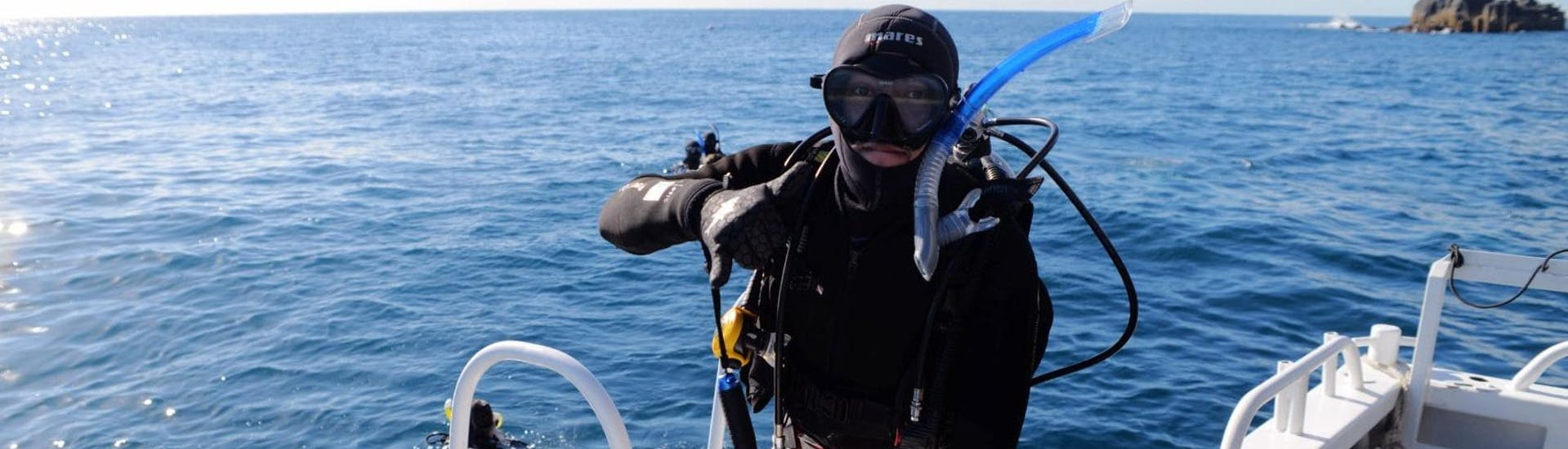 A man is just about to dive with his dive instructor from Gold Coast Dive Centre during the Guided Shore Dives at Wave Break Island for Certified Divers.