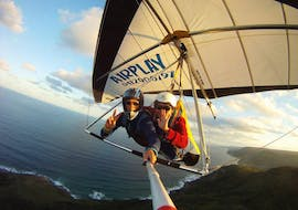 The Air Play Hang Gliding instructor is flying above Cairns and the Coral Sea during the activity hair gliding in Cairns.