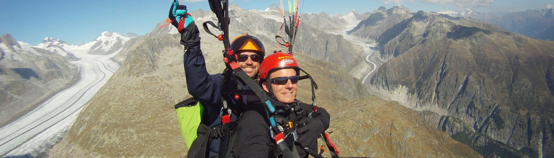 Tandem Paragliding over the Aletsch Arena - High Fly