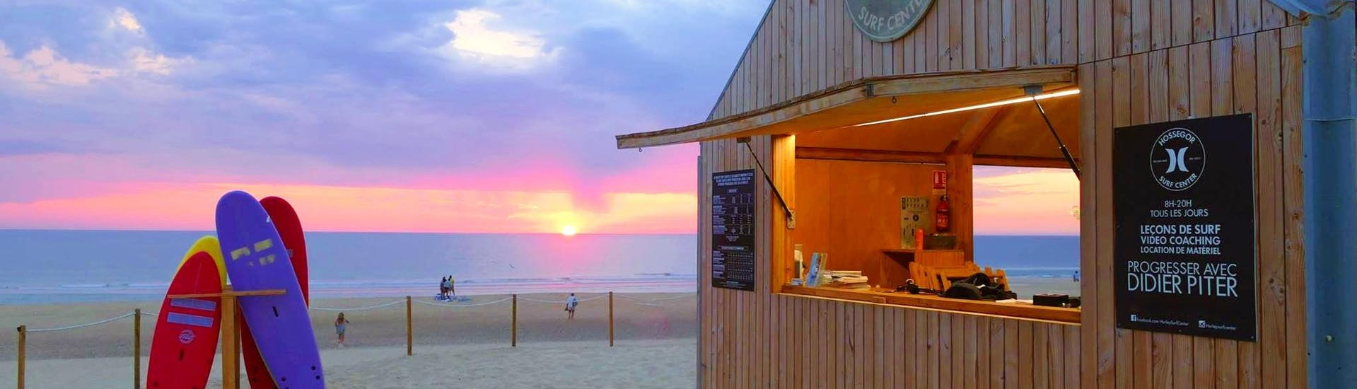View from the Hossegor Surf Center surf school hut on the Culs Nuls beach in Hossegor at sunset, where the surf lessons take place.
