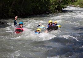 Un groupe d'amis participe à une sortie Hydrospeed sur l'Isère - Parcours des Gorges avec Franceraft.