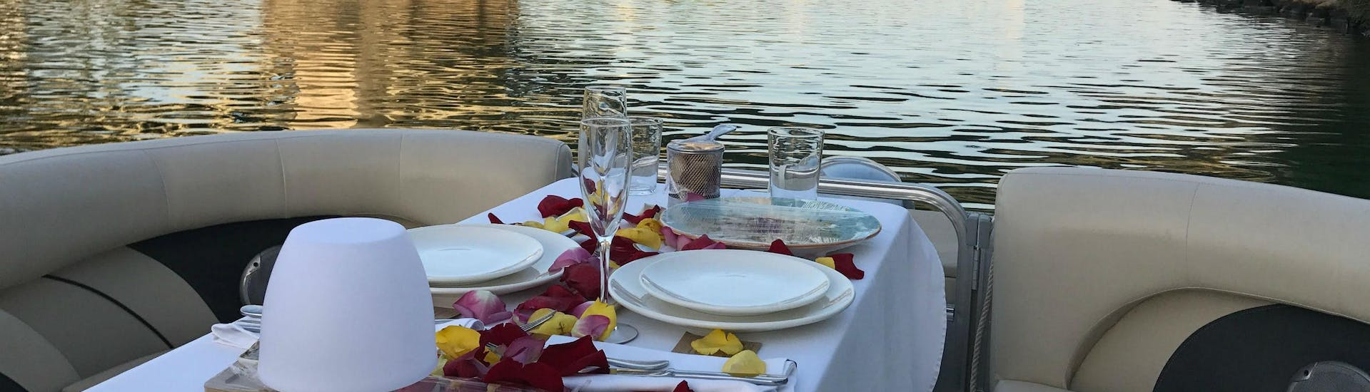 Private Sightseeing Boat Trip with Tapas in Seville