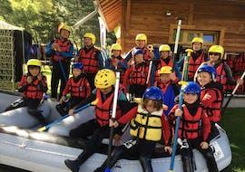 Une famille participe au Rafting sur la Durance en Famille avec Ecrins Eaux Vives.