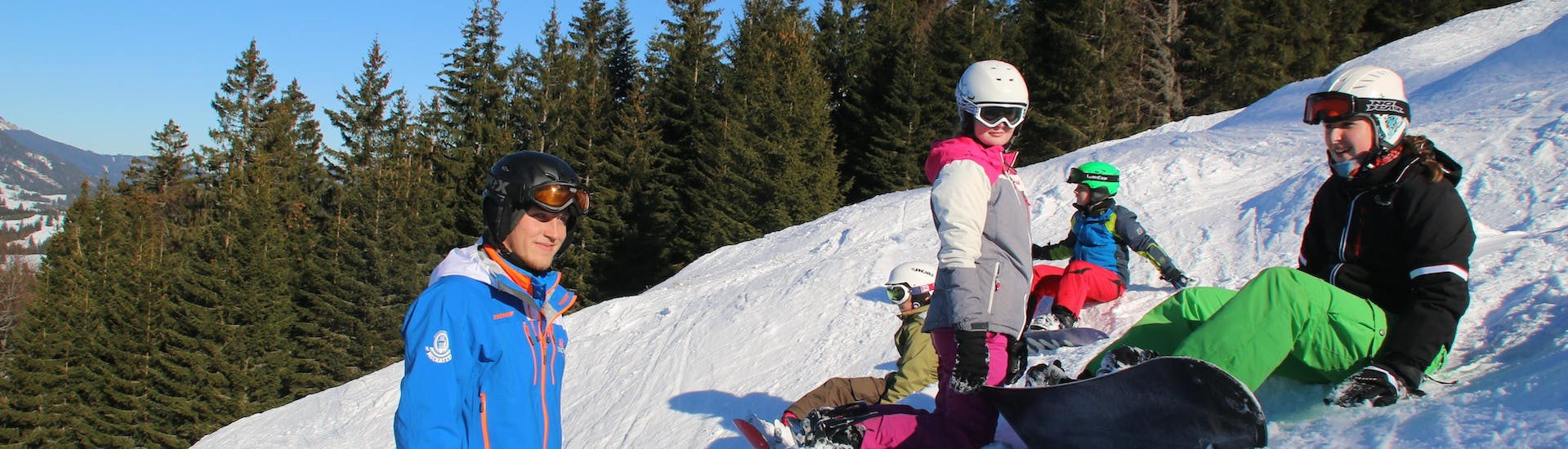 Kids Snowboarding Lessons (7-12 y.) - All in One with Ski & Snowboard School Ostrachtal - Hero image
