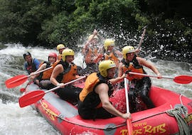 The tour participants paddle through the rapids and enjoy the beautiful nature during their rotorua rafting pure new zealans - rangitaiki river with River Rats Rotorua Raft & Kayak.