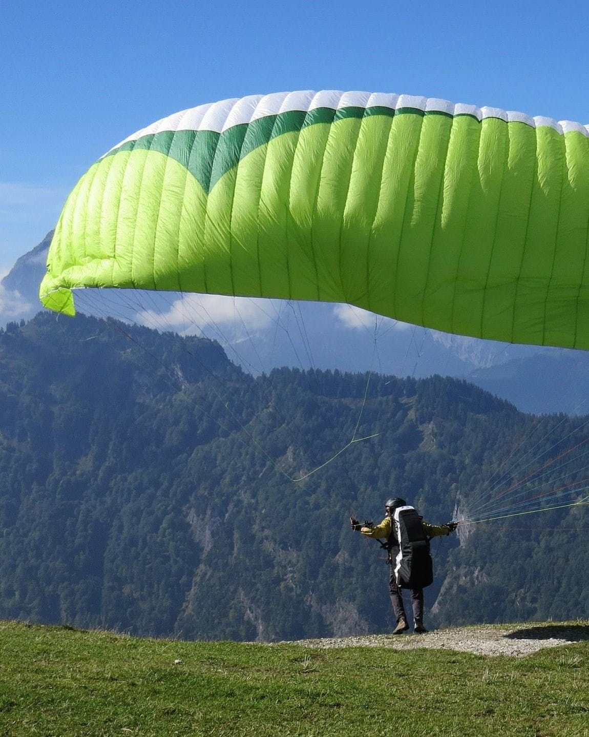 Paragliding Interlaken (c) Pixabay