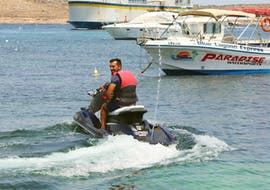 Homme faisant une Randonnée en jet ski à Comino & Gozo incl. Blue Lagoon à Maltes avec Paradise Watersports.