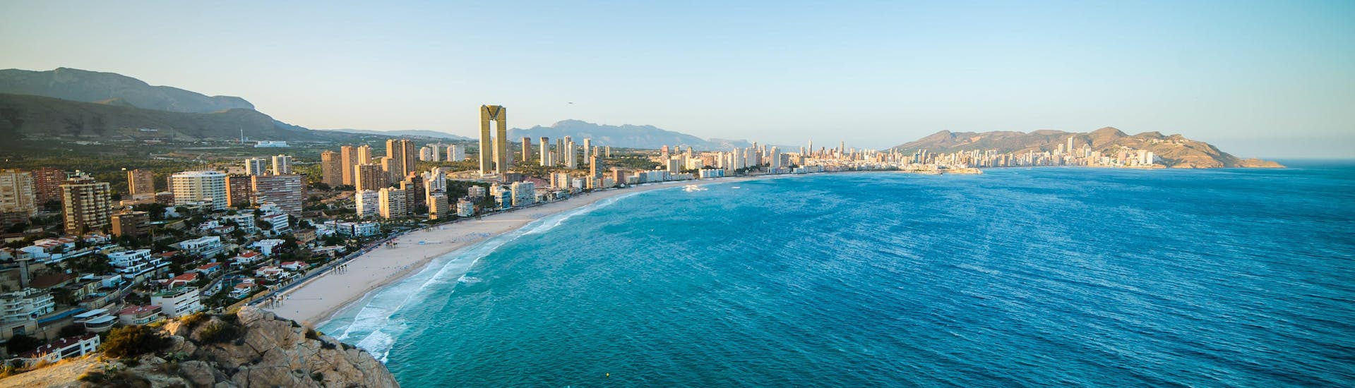 An image of the sandy beach on which you can ride a jet ski and do other water sports activities in Benidorm.