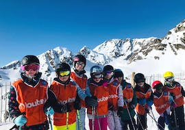 Kids are standing at the top of the slope ready to start their Kids Ski Lessons (3-15 years) - Weekend with the ski school ESI Ecoloski Barèges