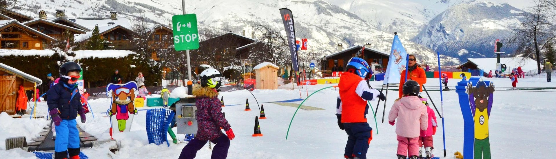 Kids are learning to ski with some games during their Kids Ski Lessons (from 3 y.) for Beginners - Christmas with the ski school Evolution 2 La Plagne Montchavin - Les Coches.