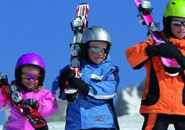 During the Kids Ski Lessons (4-12 y.) - All Levels - Full Day organised by Skischule Snow & Bike Factory Willingen, a group of children is having lots of fun.