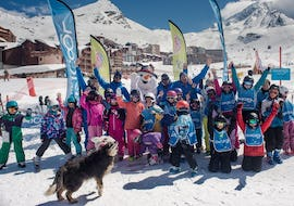 A group picture of ski instructor from the ski school Ski Cool Val Thorens with their pupils after Kids Ski Lessons (5-12 years) - Morning for All Levels.