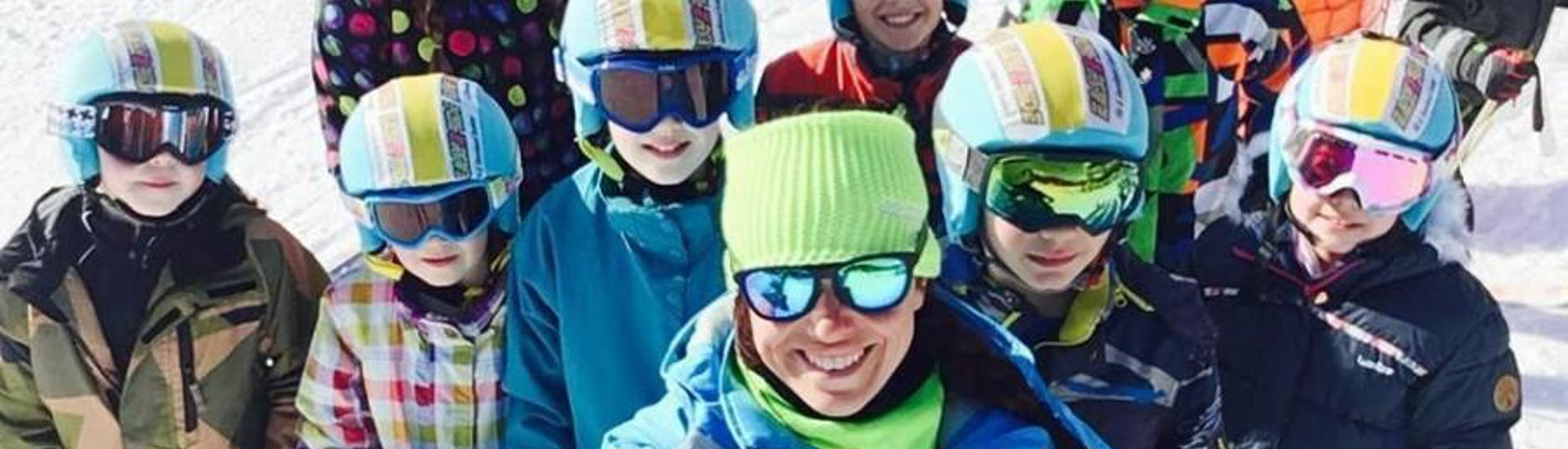 Kids are taking a selfie with their ski instructor from the ski school ESI Easy2Ride Morzine during their Kids Ski Lessons (5-13 y.) - Morning - Intermediate.