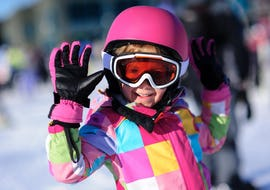 A smiling child is learning to ski during Kids Ski Lessons (5-15 years) for First Timers with the ski school Kahler Asten.