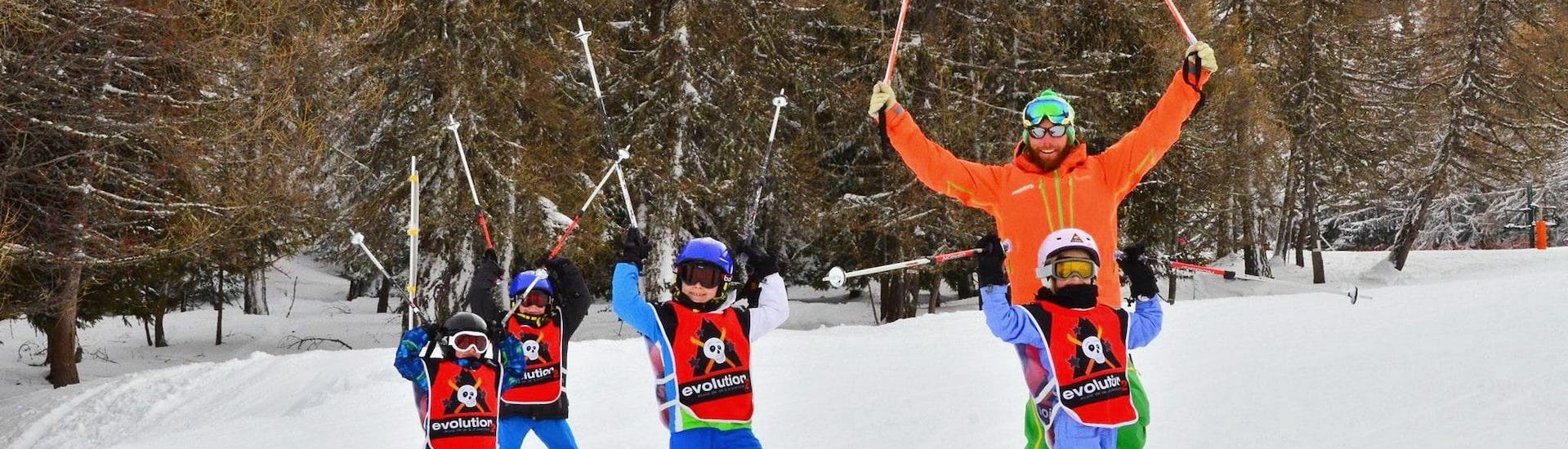 Kids are having a great time during their Kids Ski Lessons (6-12 y.) for Experienced Skiers with the ski school Evolution 2 La Plagne Montchavin - Les Coches.
