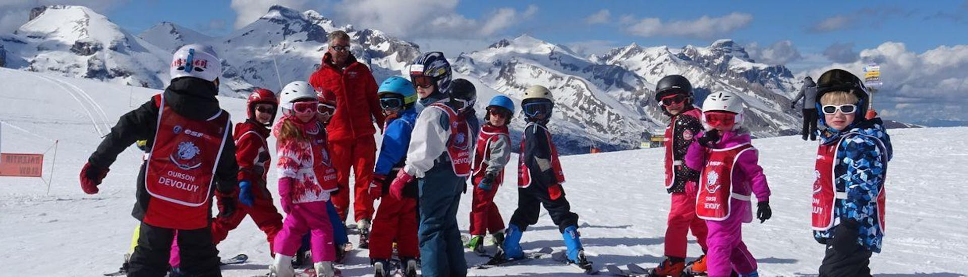 Kids are standing at the top of the slope ready to start their Kids Ski Lessons (6-12 y.) - February - Afternoon - Beginner with the ski school ESF du Dévoluy.