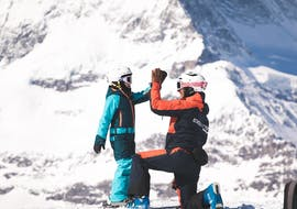 Two children enjoy learning to ski together with their friends during the Kids Ski Lessons (7-11 y.) for All Levels - Full Day with Evolution Ski School Zermatt.