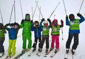 Children are having fun during the Kids Ski Lessons (9-16 years) - Advanced with a friendly ski instructor from the school Alpin Skischule Oberstdorf.
