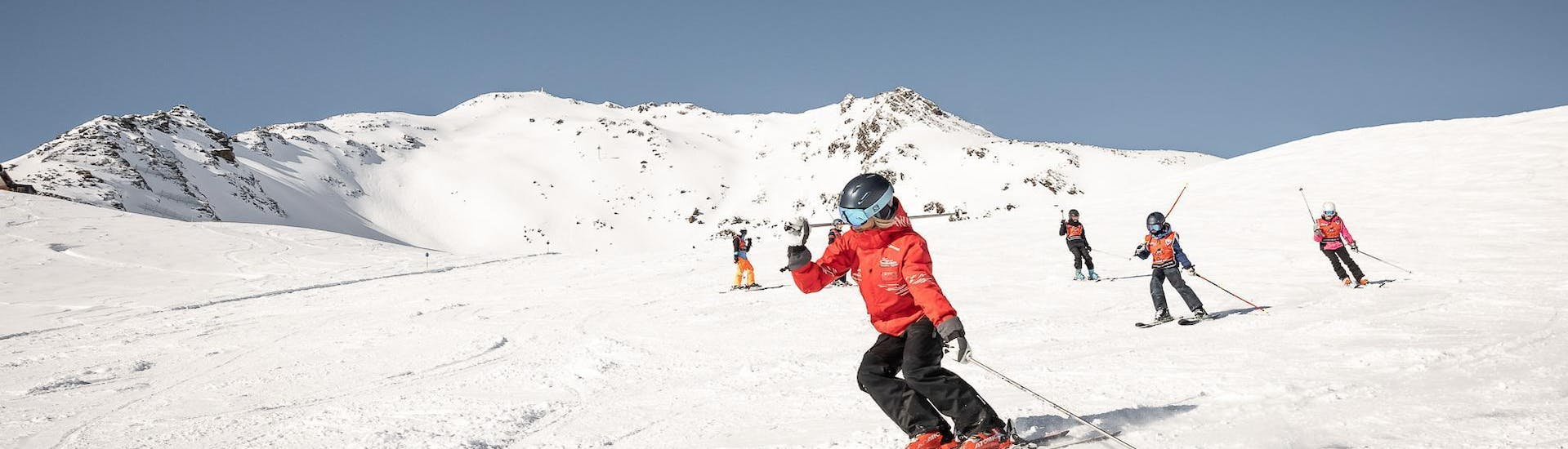 """A ski instructor is explaining the basic techniques of skiing to some young skiers during the Kids Ski Lessons """"All-Inclusive"""" (4-8 years) - All Levels organized by the ski school Ski & Snowboardschool Vacancia in the ski resort of Sölden."""