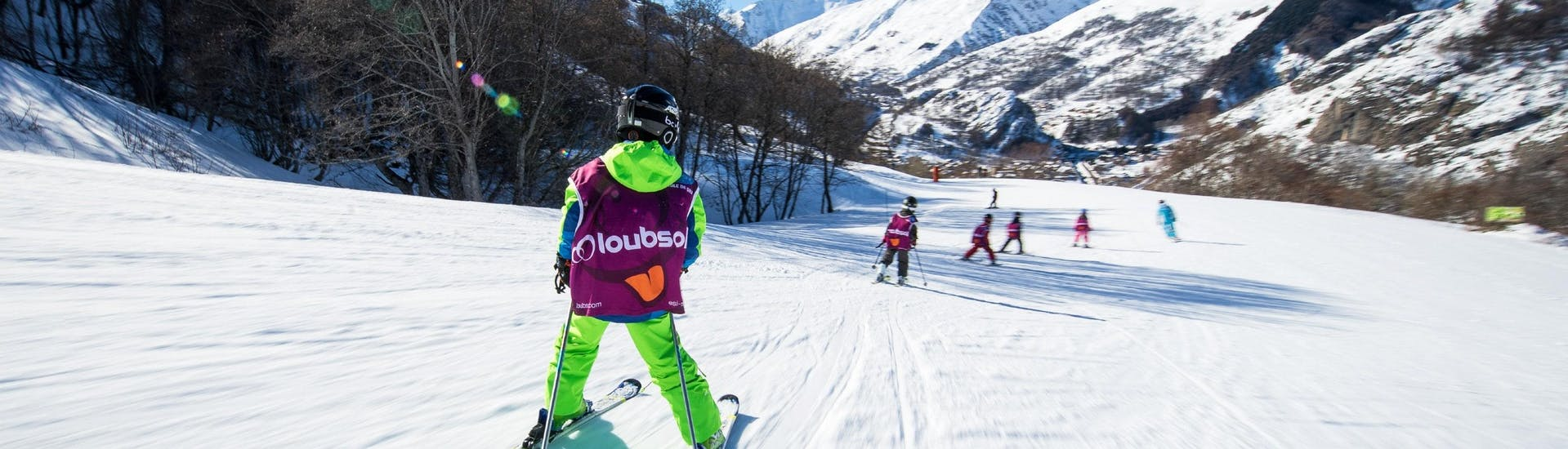 Kids are skiing down a slope during their Kids Ski Lessons (5-13 y.) for All Levels with the ski school ESI Ski Family in Val Thorens.