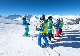 Kids are listening to the instructions of their ski instructor during their Kids Ski Lessons (5-13 y.) for All Levels with the ski school ESI Ski Family in Val Thorens.