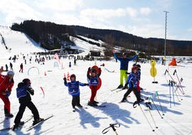 A group of children is all smiles during Kids Ski Lessons (from 5 years) for All Levels with the ski school DSV Skischule Züschen.