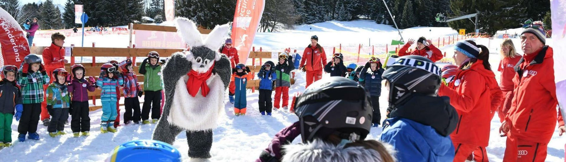 """Bunny Hasi from the ski school Neue Skischule Oberstdorf teaches children how to ski during the Kids Ski Lessons """"Kids Club"""" (4-6 years)."""