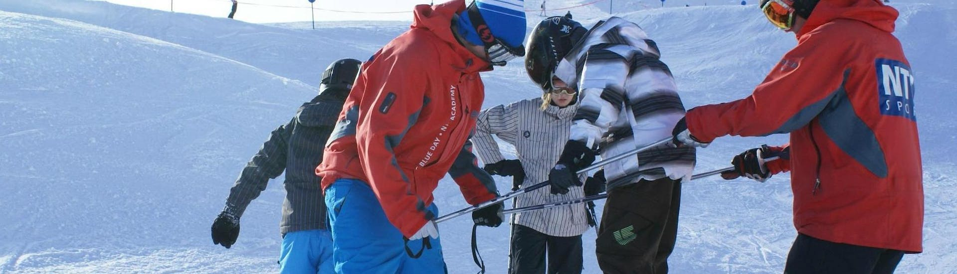"""A child learns in the Kids Ski Lessons """"NTC Freestyle Camp"""" (9-16 years) the basics of freestyle skiing from two instructors from NTC Skischule Oberstdorf."""