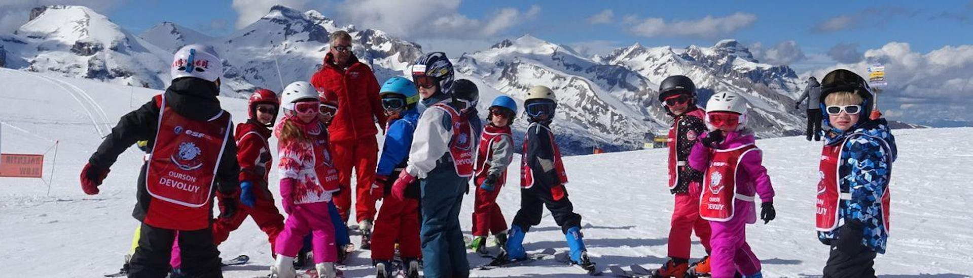 "Kids are standing at the top of the slopes ready to start their Kids Ski Lessons ""Ourson"" (5-12 years) - First Timer with the ski school ESF du Dévoluy."
