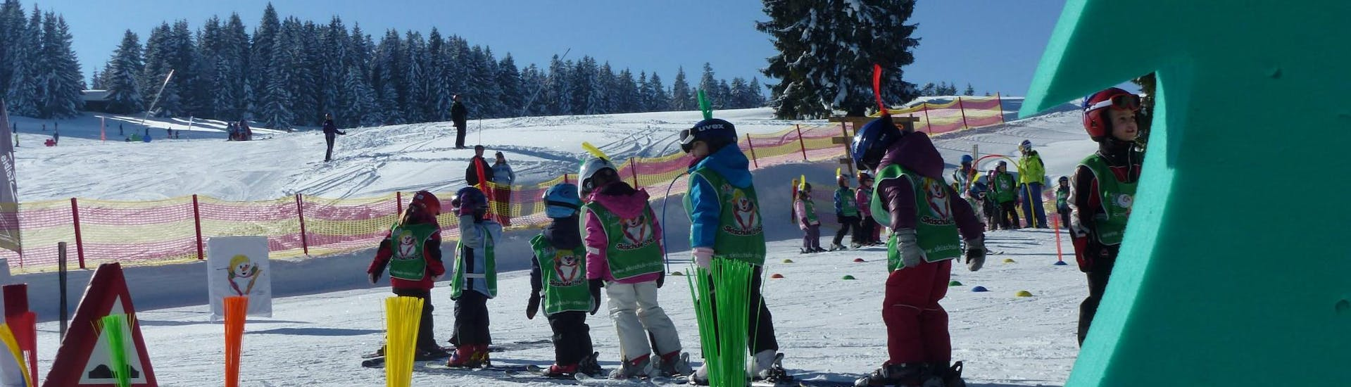 In the children's area of Skischule Steibis the participants of the Kids Ski Lessons (4-15 years) - Morning - First Timer gain their first experience on skis.