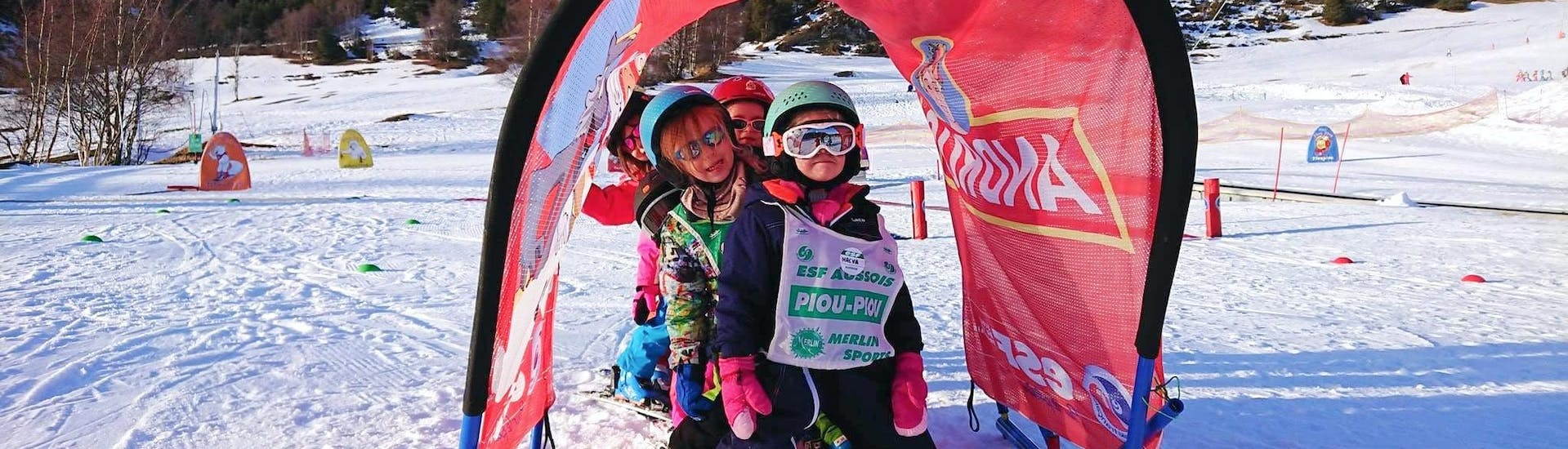 Kids are playing games to learn to ski during their Kids Ski Lessons (3-5 y.) for First Timers with the ski school ESF Aussois.