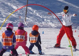 """Kids are using games to learn the basics of ski during their Kids Ski Lessons """"Snowgarden"""" (3-6 years) - Afternoon with the Swiss Ski School La Tzoumaz."""
