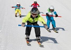 Kidsskigroup driving down the slopes