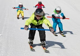 Kidsskigroup driving down the slopes