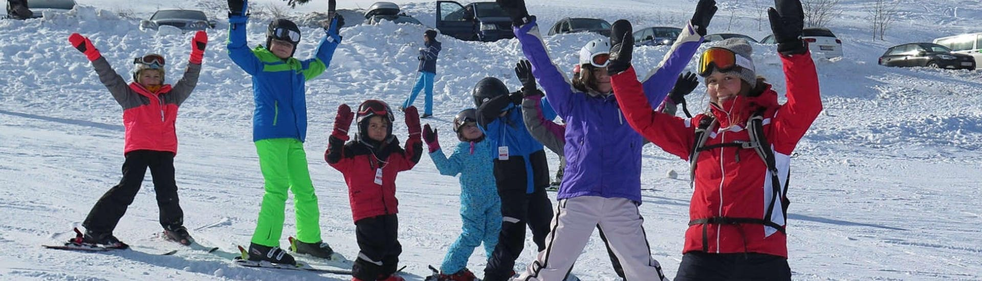 A group of children is practicing the snowplough during their kids ski lessons (from 6 y.) for beginners with Skischule Schwarzenberg am Bödele.