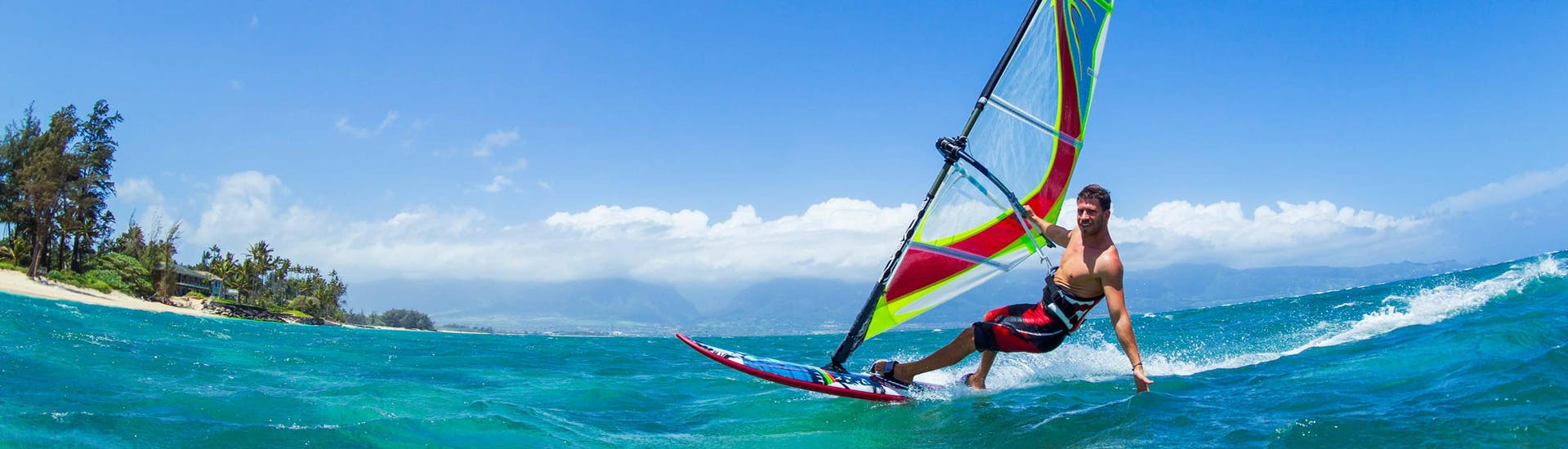 Kitesurfing & Windsurfing (c) Shutterstock