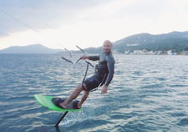 Men doing Kitesurfing Lessons in Hyères - 5 days with Le Robinson.