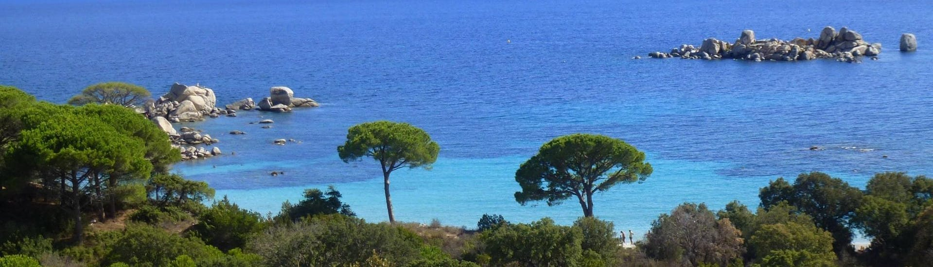 View of the Palombaggia Beach in Porto-Vecchio where the diving center Le Kalliste Plongée offers trial dives, diving course and snorkeling trip.