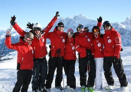 A group of friends is taking a break during the Private Ski Lessons for Teens & Adults of All Levels with Redcarpet swiss snowsports in Leukerbad.