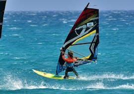 Lezioni private di windsurf a Costa Calma da 9 anni con Matas Bay Surf School