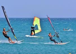 Lezioni di windsurf a Costa Calma da 9 anni con Matas Bay Surf School