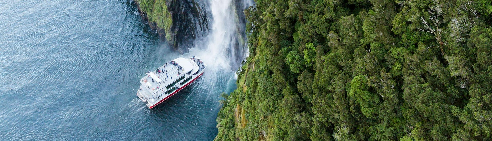 milford-sound-scenic-day-trip-from-te-anau-winter-southern-discoveries-hero3