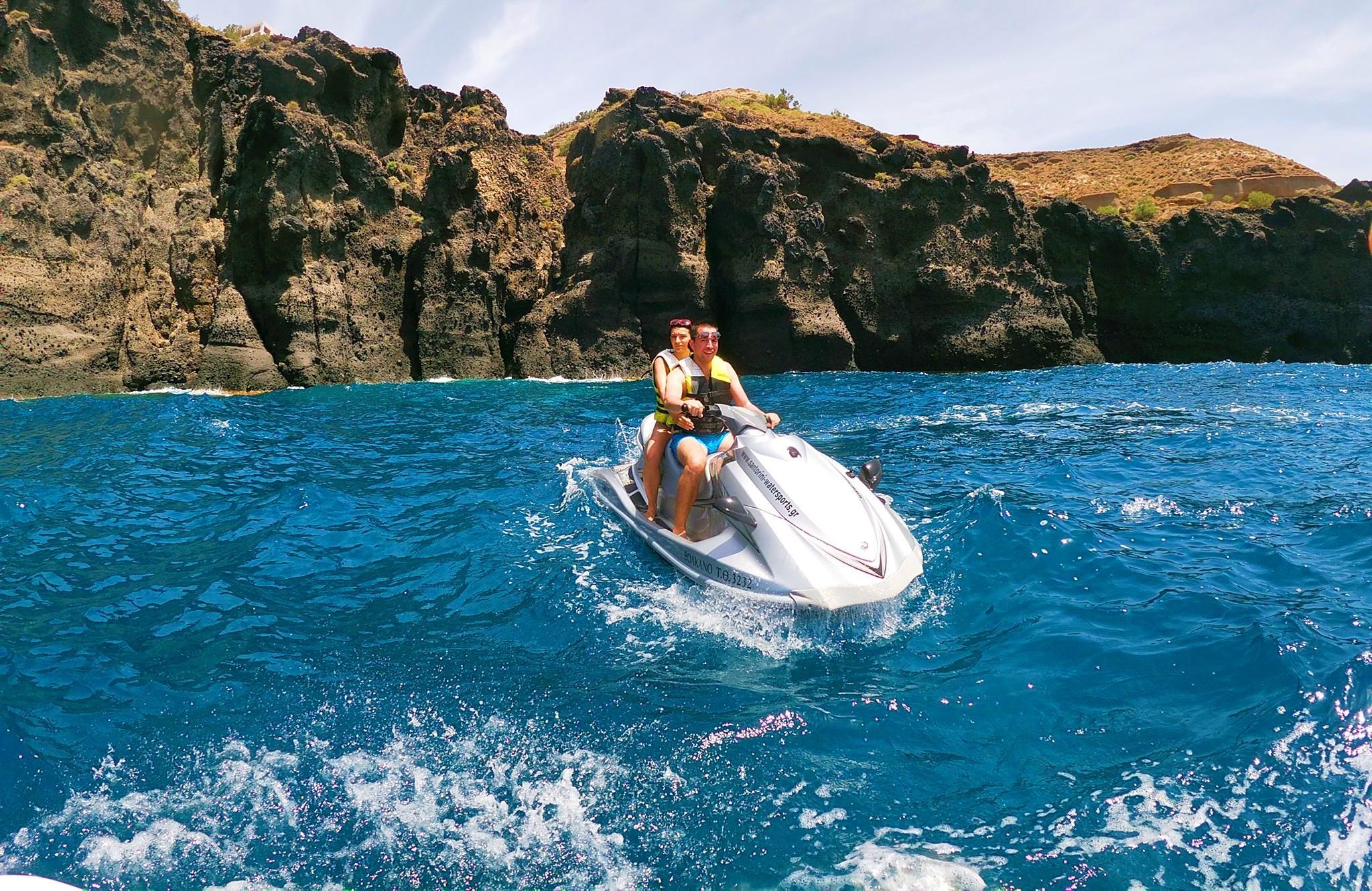 Mini Randonnée en jet ski depuis Kamari avec Snorkeling