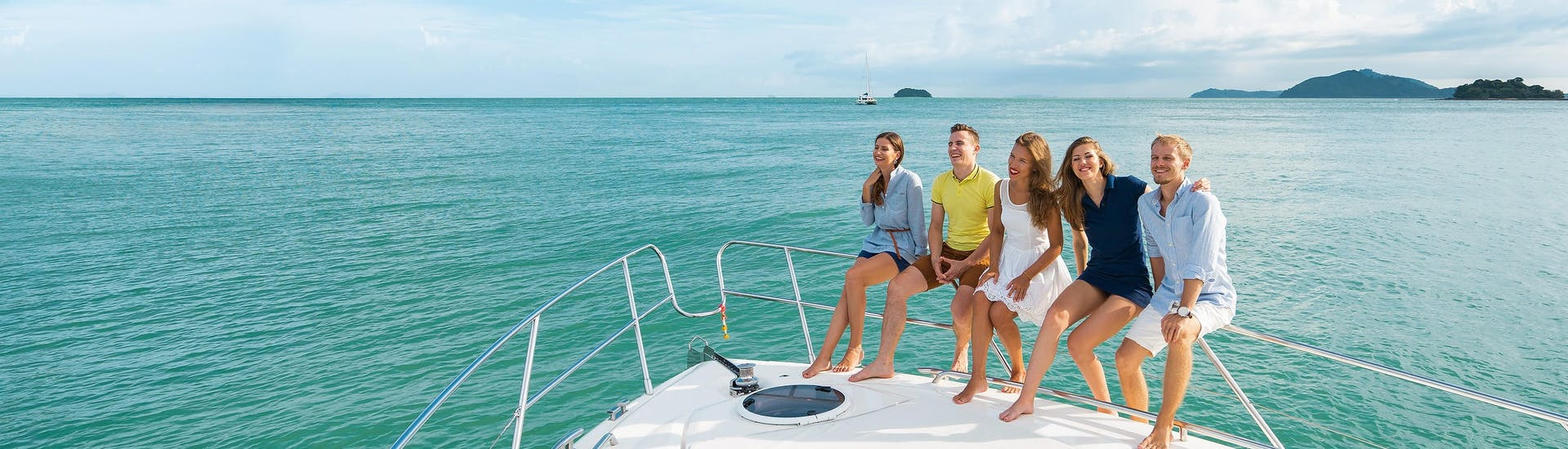 Happy people enjoying their time on a boat tour on the ocean