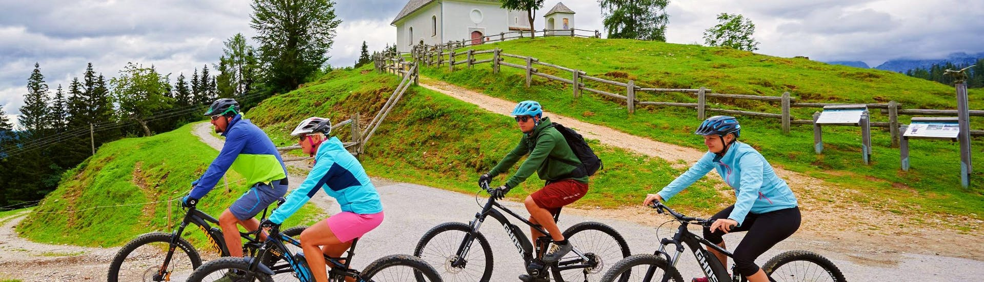 A group of friends is exploring Savinja Valley with their rented mountain bikes from Funpark Menina.