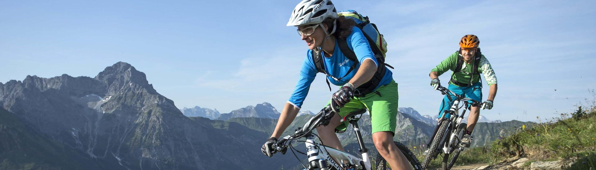 Mountain Biking (c) Shutterstock