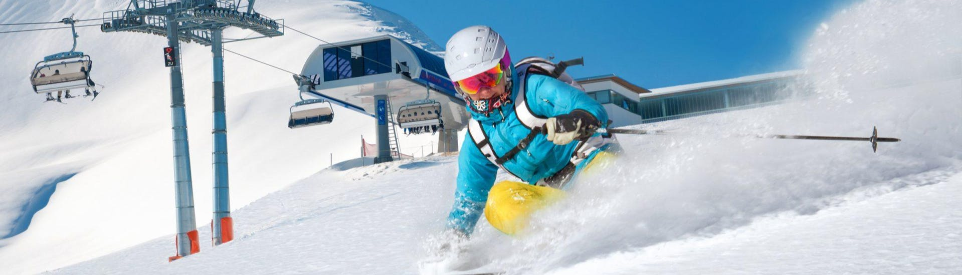 A skier is enjoying the fresh powder snow during his Off-Piste Skiing Lessons for Advanced Skiers with Bergführer Salzburg.