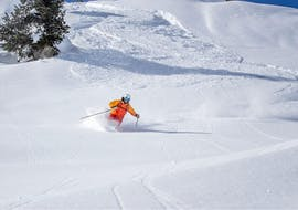 A skier is enjoying the fresh powder snow during his private Off-Piste Skiing Lessons with Bergführer Salzburg.