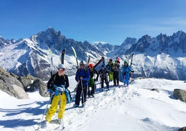 """A group of skiers is standing at the top of a mountain ready for their Off-Piste Skiing Tour """"Mont Blanc Ski Discovery"""" with the ski school ESF Chamonix."""