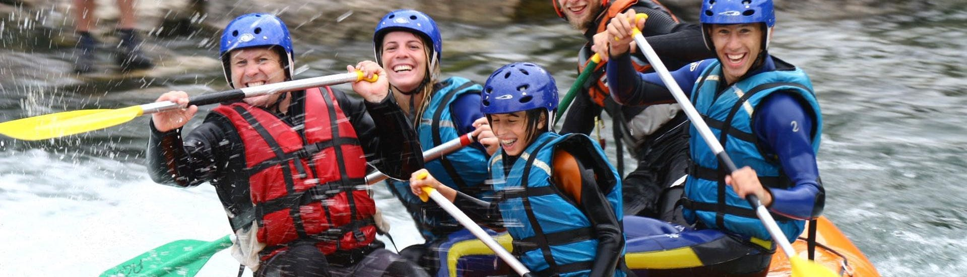 A group of friends are doing Rafting with Ohlala Eaux Vive.